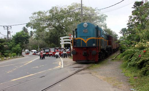 Закрытый железнодорожный переезд в Бентоте.
