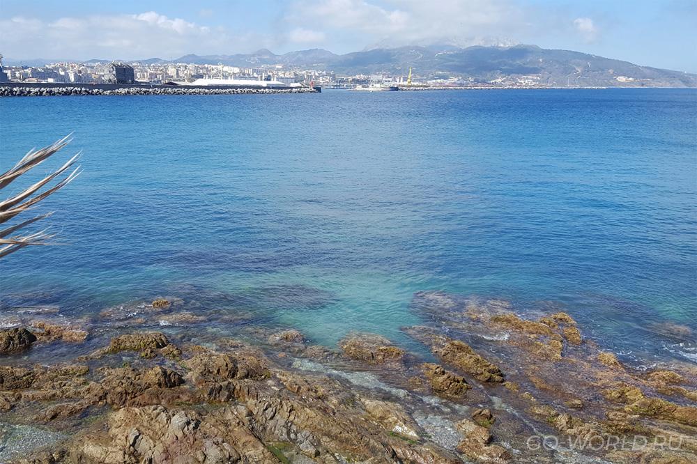 Вид на бухту Сеуты