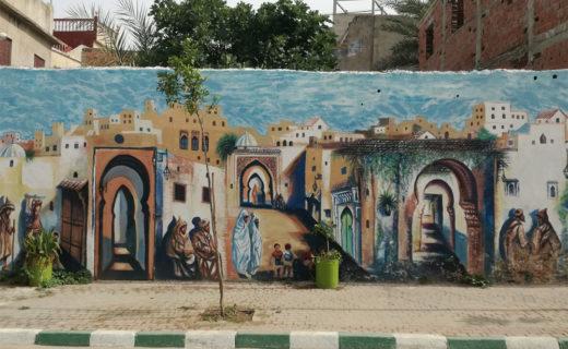 Стена с рисунками из истории в Эль-Ксар-Эль-Кебир