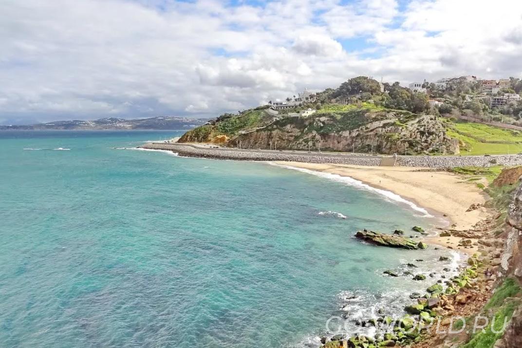 Пляж в районе Танжера, Марокко