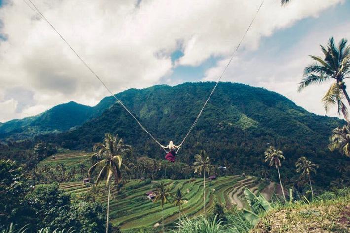 качели над пропастью Бали для фото