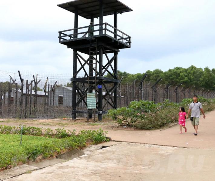 кокосовая тюрьма на Фукуоке фото и описание