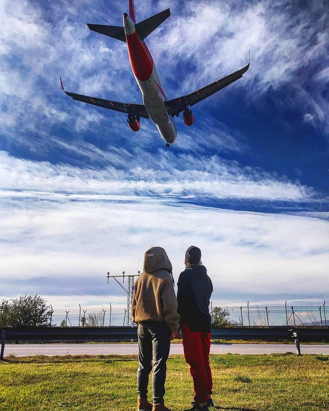 Самолёт в аэропорте Эль-Прат