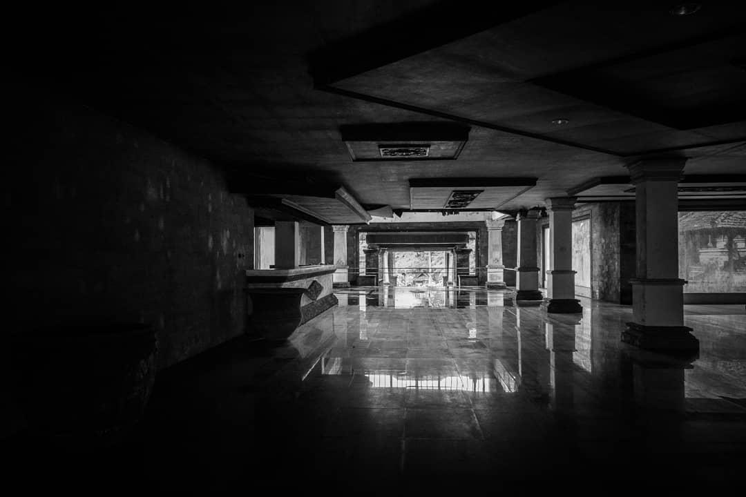 Фото заброшенного отеля на Бали